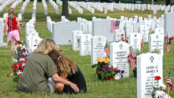 gty_memorial_day_cemetary_family_thg_120524_wmain